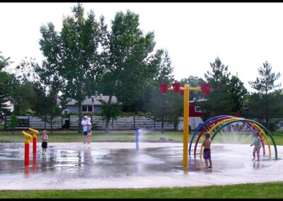 kids-playing-in-spray-park